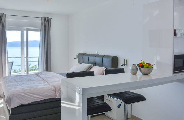 Deluxe Studio Apartment with Seaview